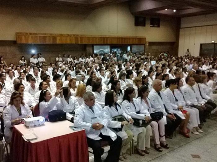 Integrantes del programa Más médicos que van a trabajar en el estado brasileño de Bahía.