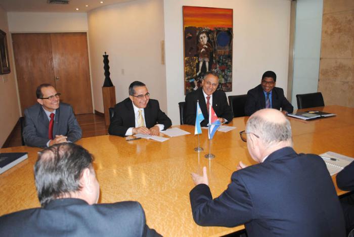 El canciller argentino, Héctor Timerman, recibe hoy al viceministro primero de Relaciones Exteriores de Cuba, Marcelino Medina, quien realiza una visita de trabajo a Argentina