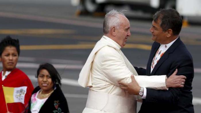 El Sumo Pontífice comienza su primer periplo pastoral a América Latina por Ecuado y luego seguirá rumbo a Bolivia y Paraguay.