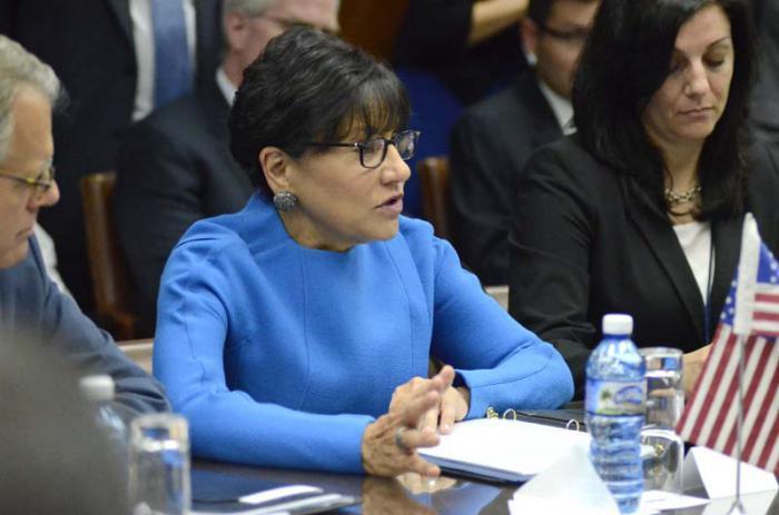 Penny Pritzquer, Secretaria de Comercio de los Estados Unidos encuentro con Isidoro Malmierca (Ministro del Comercio Exterior en Cuba)