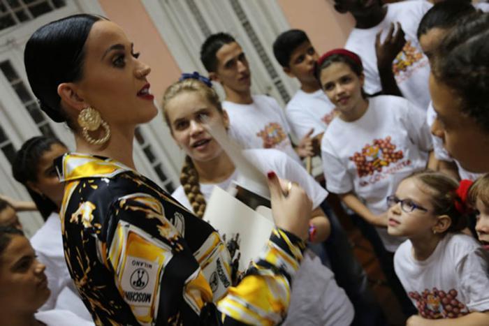Katy Perry visita La Colmenita