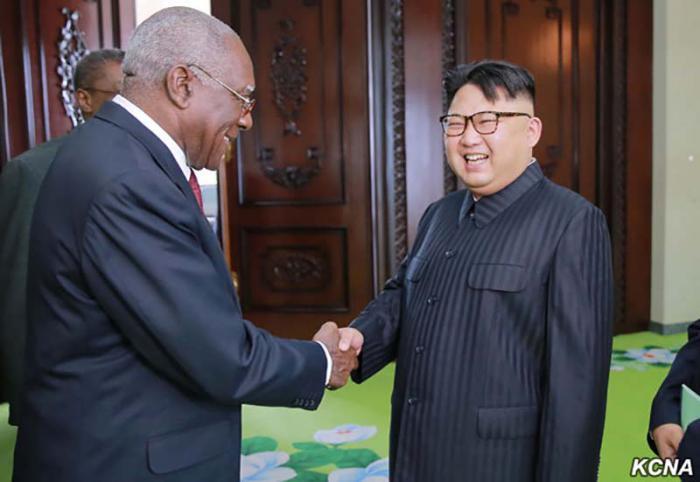 Kim Jong Un al Vicepresidente cubano Salvador Valdés Mesa