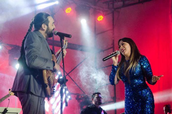Concierto de Idania Valdés en el Cine Yara. Uno de los invitados fue Alain Pérez.