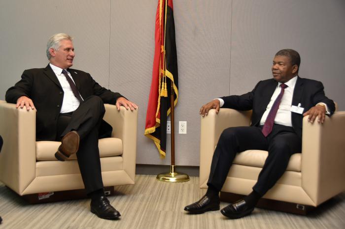 Encuentro del presidente cubano con el respresentante de Angola