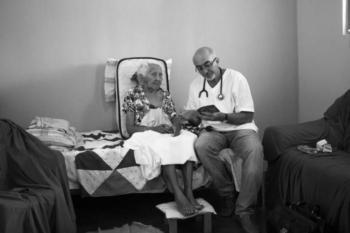 Antes del programa Más médicos, unos 800 000 brasileños nunca habían tenido garantía de tener un equipo de salud. fotos: Araquém Alcántara
