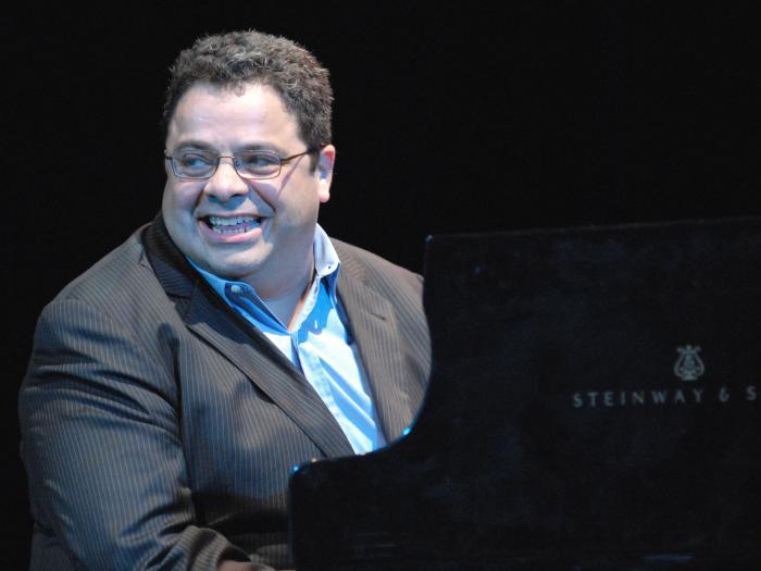 Arturo O´Farrill Valero vive orgulloso de sus raíces cubanas.
