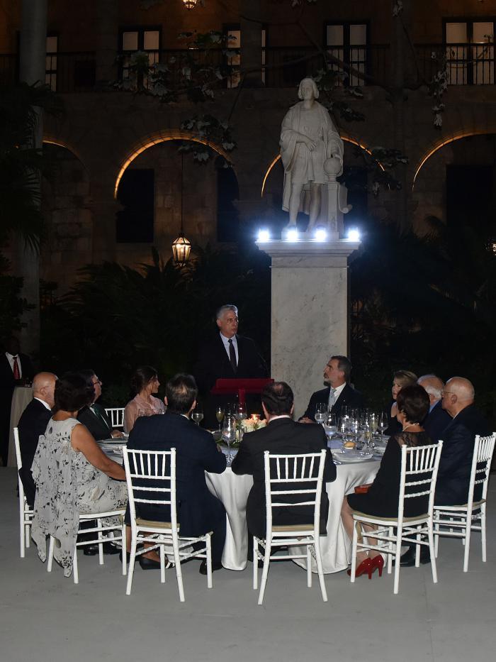 Miguel M. Díaz-Canel Bermúdez, Presidente de la República de Cuba, durante la cena de retribución ofrecida por Sus Majestades Felipe VI y Letizia Ortiz, Reyes de España, en el Palacio de los Capitanes Generales