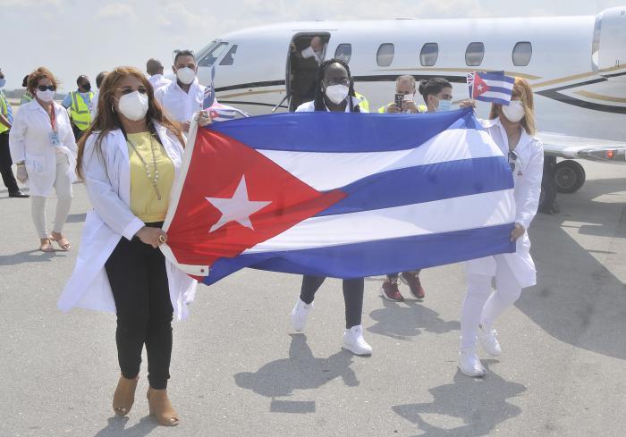 Proteccion contra el coronavirus,llegada a la patria de la Brigada Henry Reeve que colaboro en la Isla Anguila .