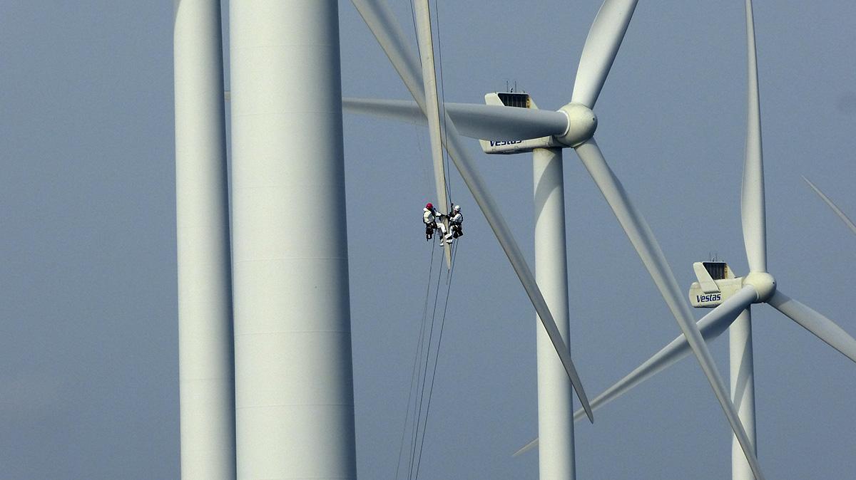 Wind turbine rope access