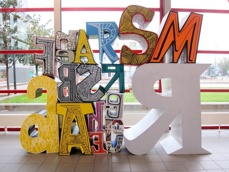 Mariscal giant font