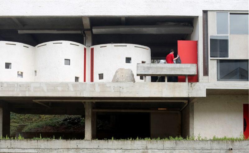 structure-le-corbusier-rouge-portes