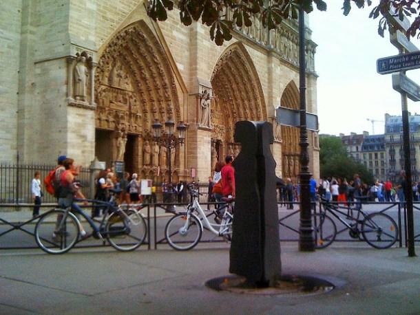 fontaine-paris-design-forme-femme