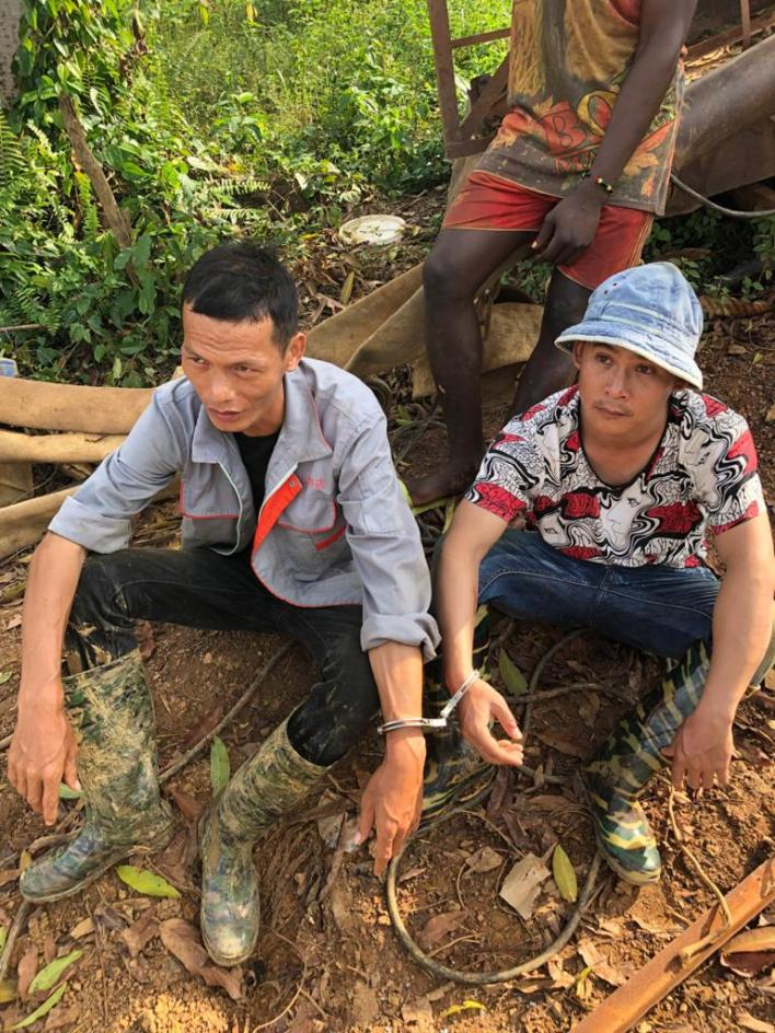 2 Chinese nationals arrested for illegal mining in forest 1