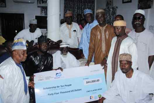 Stonebwoy,two others present $44k academic scholarship to Chief Imam's office 3