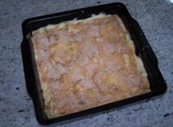 vegan rabarbercake klaar voor de oven