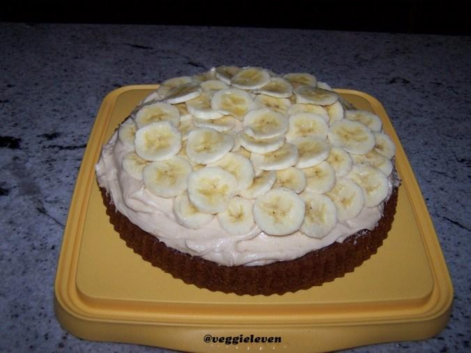 de onderste helft met pindakaas en bananenschijfjes