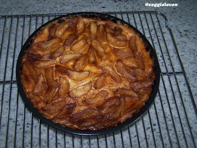 perenkaastaart, wanneer die net uit de oven komt, nog in de vorm