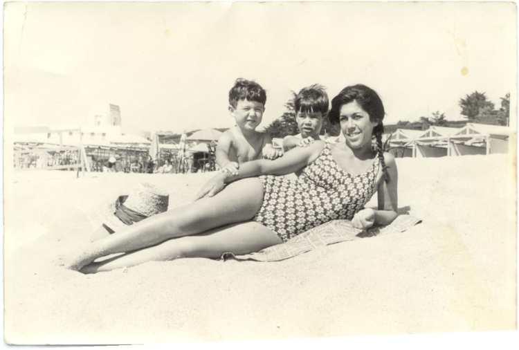 1962 Fernando y Santiago Aguerre y su madre en Playa Grande copy