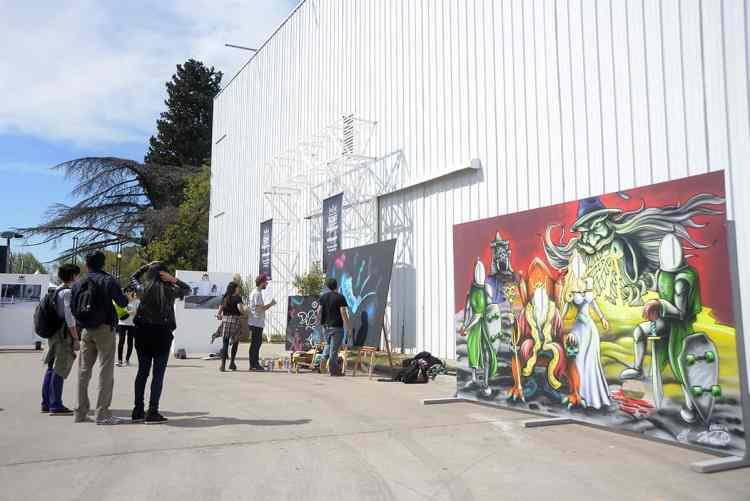 Mural Martin Varbaro + graffiteros en acción