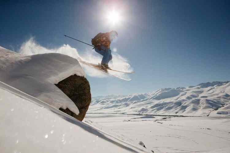 http---coresites-cdn.factorymedia.com-mpora_new-wp-content-uploads-2016-02-Cat-skiing-Snowboarding-in-Kyrgyzstan-2016-Dan-Medhurst-7552