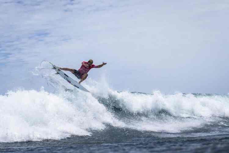 Maniobra aérea top de Santi, que recuperó sus mejores sensaciones y brilló en Japón.
