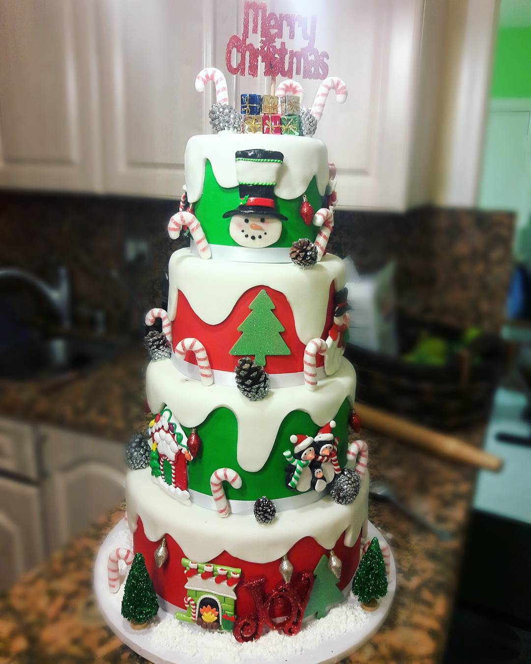 40 Enjoy Easy And Delicious Cakes With These Amazing Christmas Cake Ideas