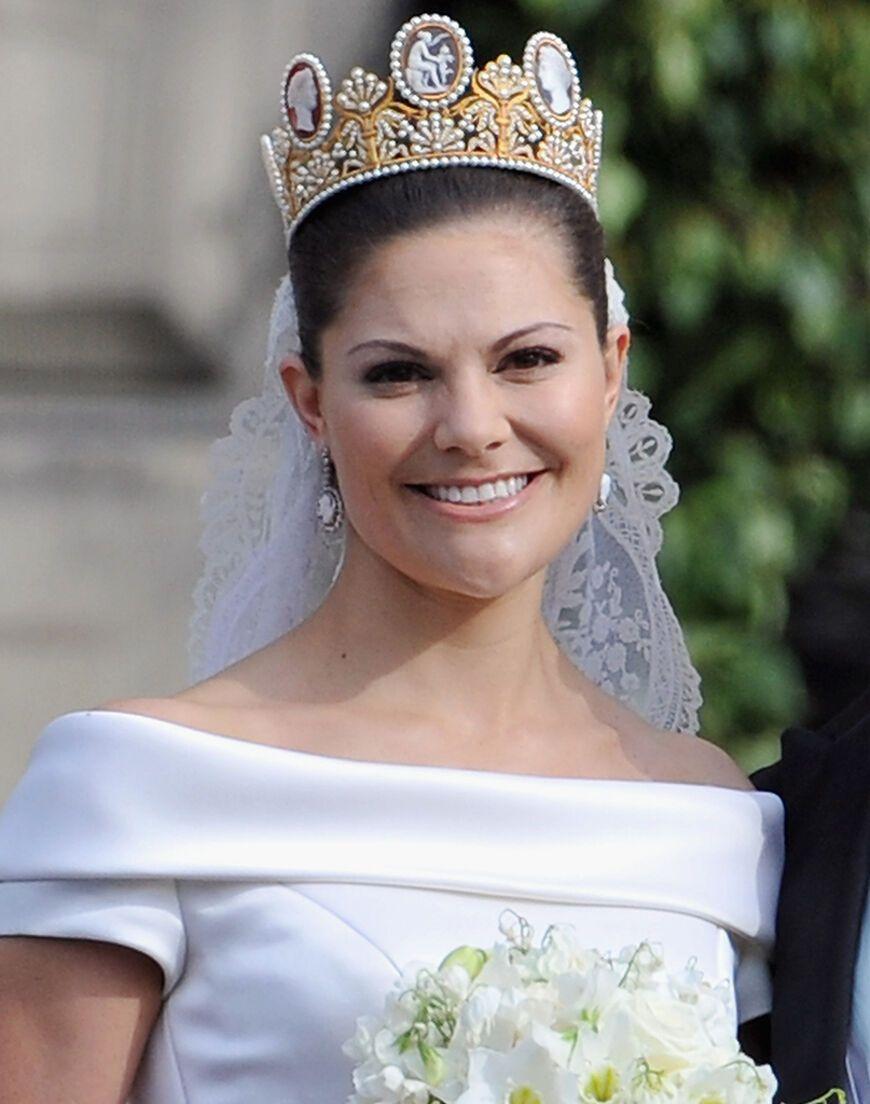 Hochzeitsfrisuren Mit Schleier Und Krone