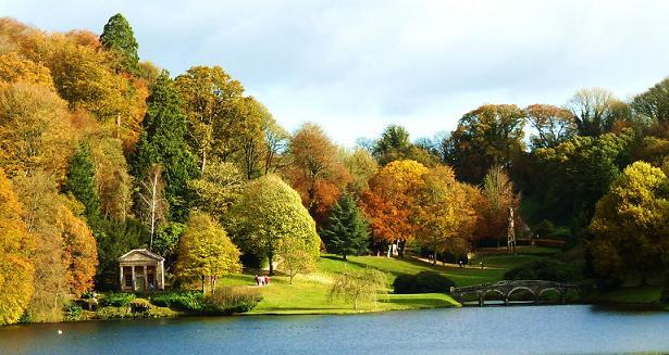 Ireland Fall Wallpaper Stourhead Gardens And Hotels Nearby Great British Gardens