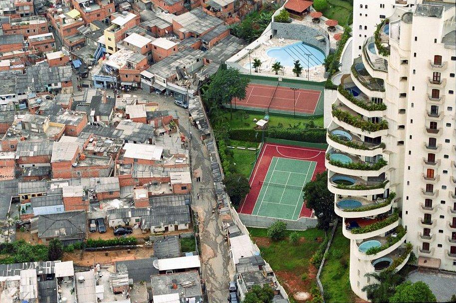 La subtil línia  entre els rics i els pobres...
