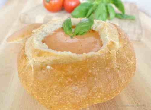 Creamy-Tomato-Soup-in-bread-bowl