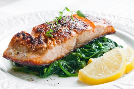 Grilled salmon with spinach, lemon and thyme photo by rafalstachura - DepositPhotos.com
