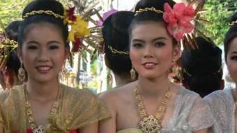 2 smiling Thai women
