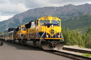 Alaska_Railroad_train_led_by_SD70MAC_4324
