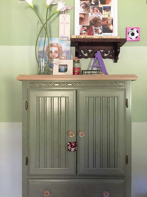 girls-closet-makeover_armoire