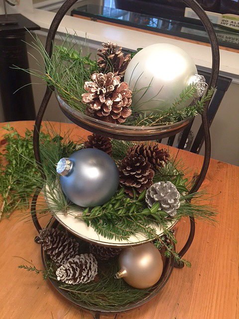holiday-tiered-tray_pinecones