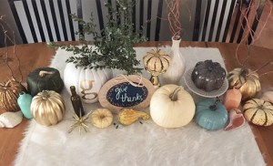 Thanksgiving table with FREE thankful tags