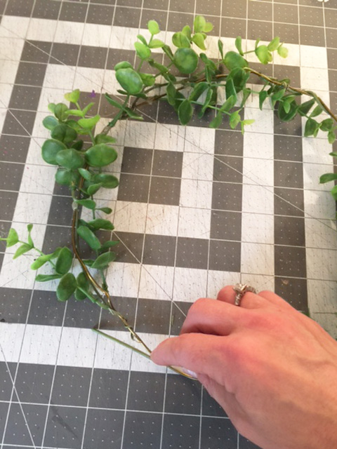 wire-eucalyptus-wreath_other-way