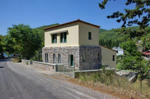 year-2003-construction-of-a-residence-in-the-village-of-agnonda-skopelos