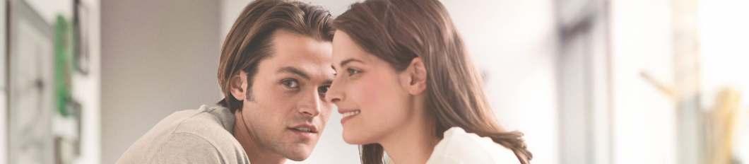 Jeune Couple dans un salon