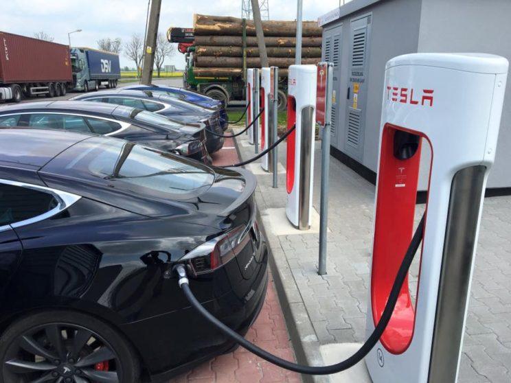 Program gospodarczy PiS i elektryczne aut