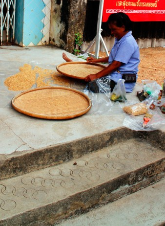 Lady sorting through the rice