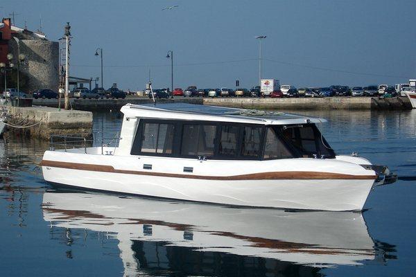 Grove Boats - Aqua Bus 1050T