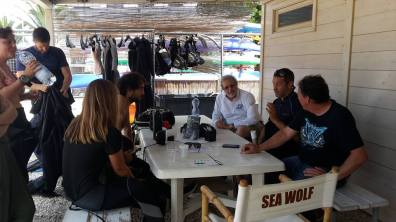 Prof. Alessandro Marroni briefs participants before the dive
