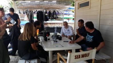 Prof. Alessandro Marroni briefs participants before the dive
