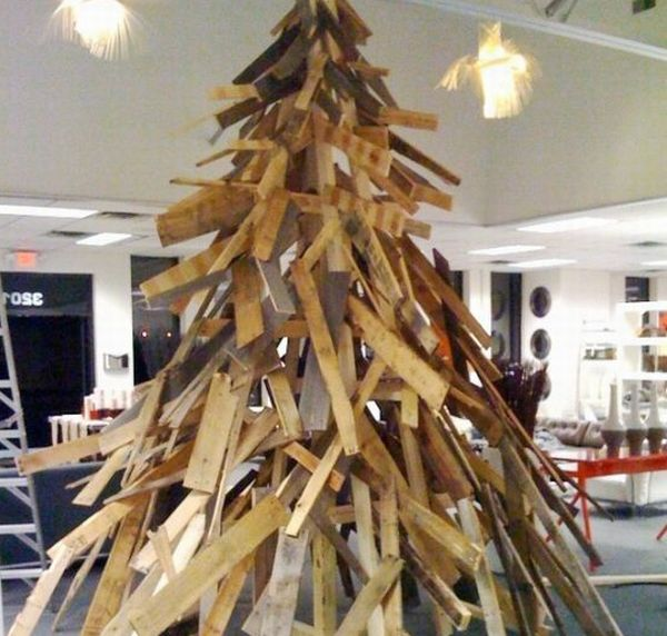 Recycled Wood Pallets Christmas tree
