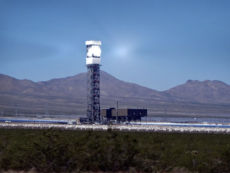 Tower at Ivanpah. Photo by Craig Dietrich. Wikimedia Commons.