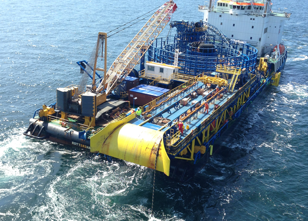 VBMS's Stemat Spirit is laying the cables at Sandbank (RWE)