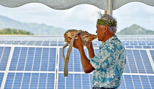 03-10 Commissioning ceremony at a Hawaiian solar farm