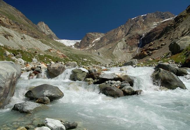 Acqua di roccia cristallo fuso un viaggio nei torrenti