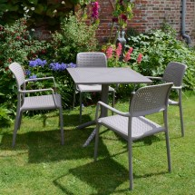 Clip Pedestal Table With 4 Bora Chairs In Turtle Dove Grey